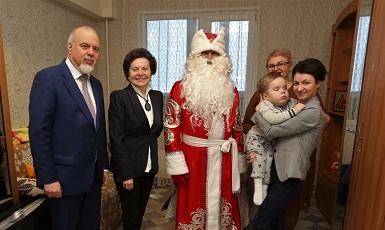 Губернатор Югры поздравила с Новым годом детей фонда 1