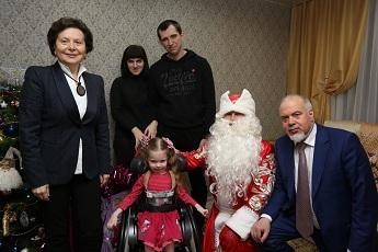 Губернатор Югры поздравила с Новым годом детей фонда 2